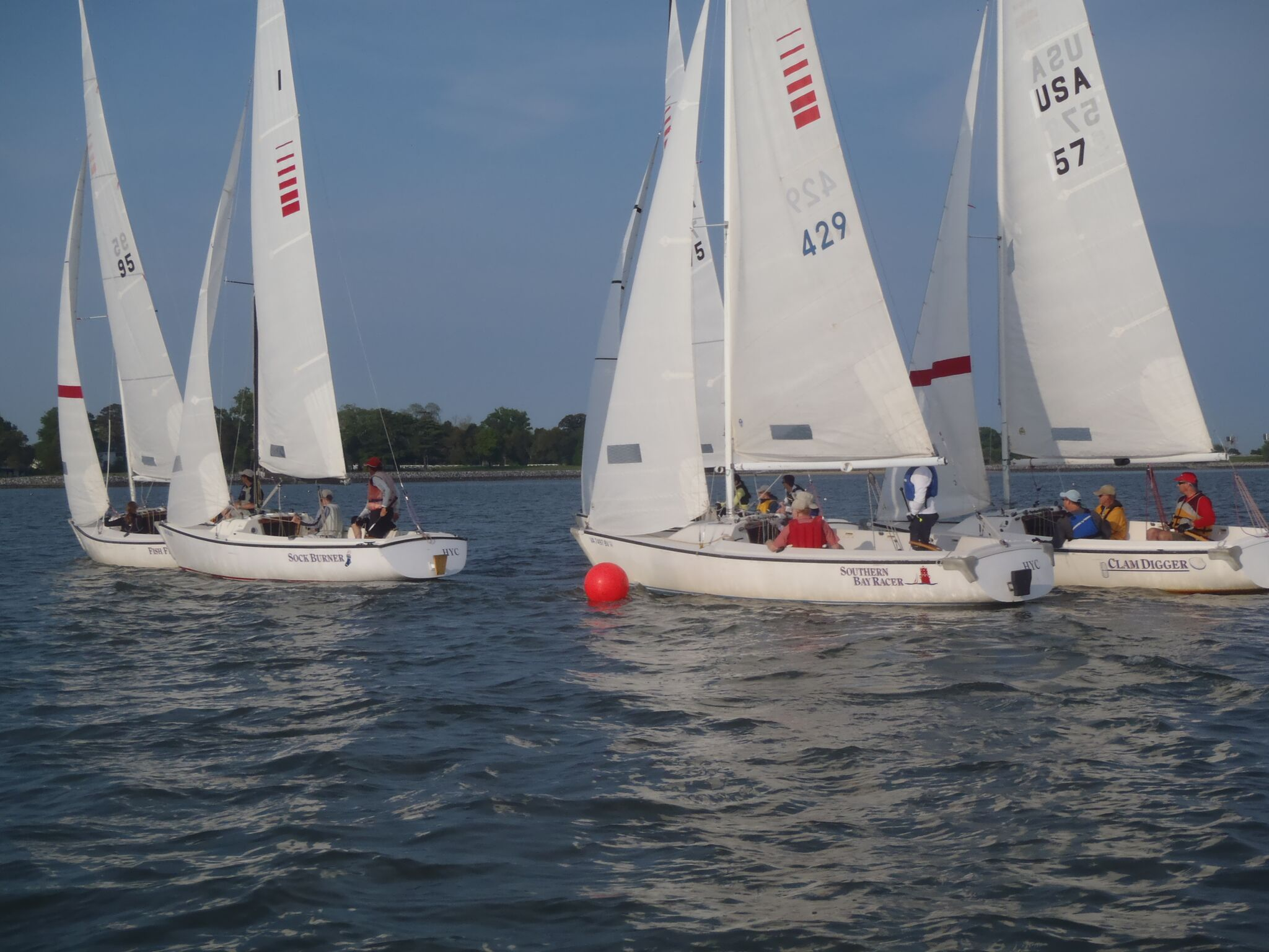 Mark rounding in the sonars during a team race